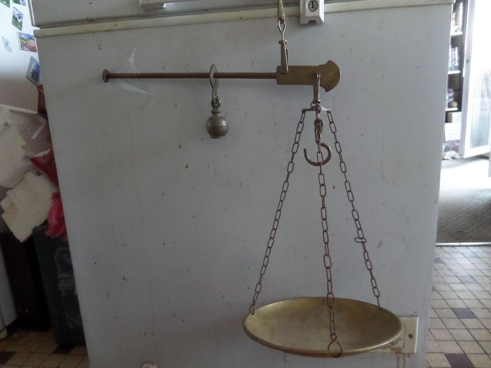 balance romaine en laiton et cuivre 35 Lyon 8 (69)