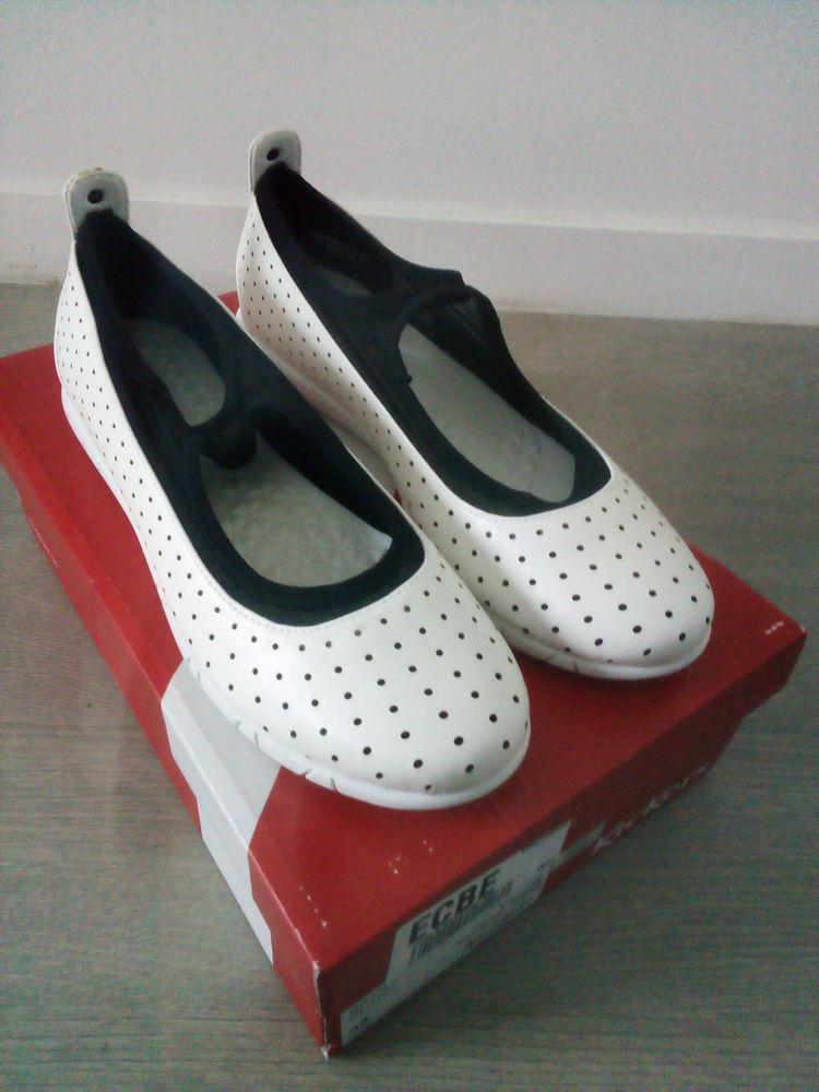 Ballerines femmes neuves taille 38 blanc KicKers en cuir 25 Paris 18 (75)