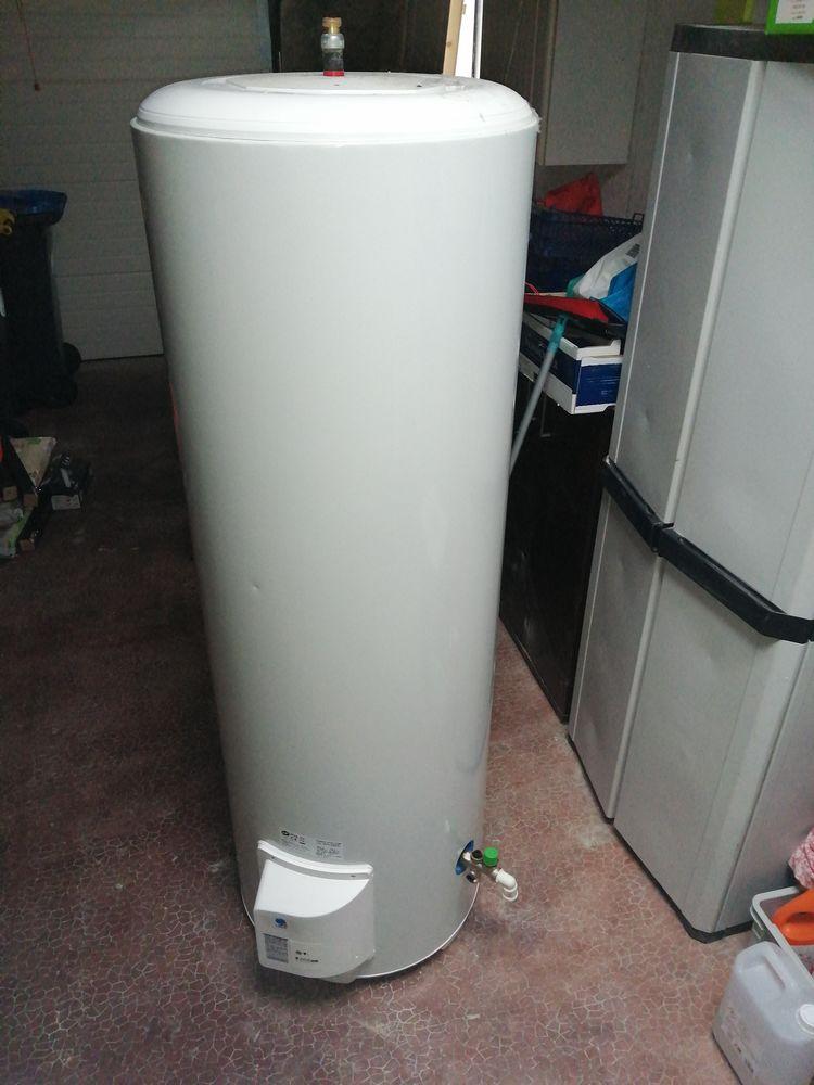 ballon eau chaude 300l. De marque CUMULUS PRO. 250 Saint-Nazaire (44)