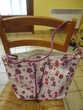 sac en bandoulière en tissus plastifié fleurs violettes