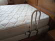 Barre de redressement pour lit