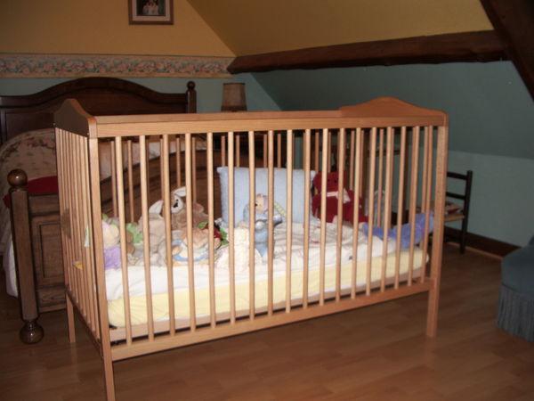 lit a barreau  en bois pour enfant 45 Labbeville (95)