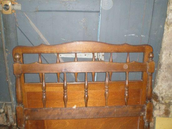 lit  a barreaux LUIS XV Rust très bon état 25 Pézenas (34)