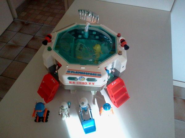 Base espace  Playmobil    35 Paris 15 (75)