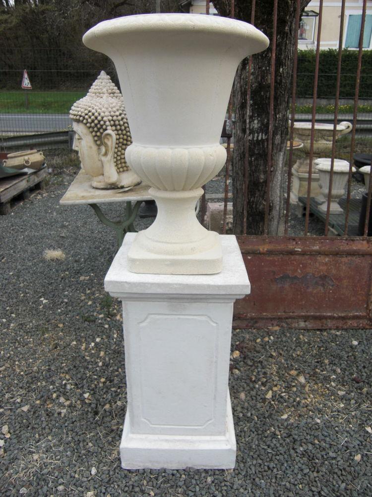 Base pour vase, statue en pierre 189 Château-l'Évêque (24)