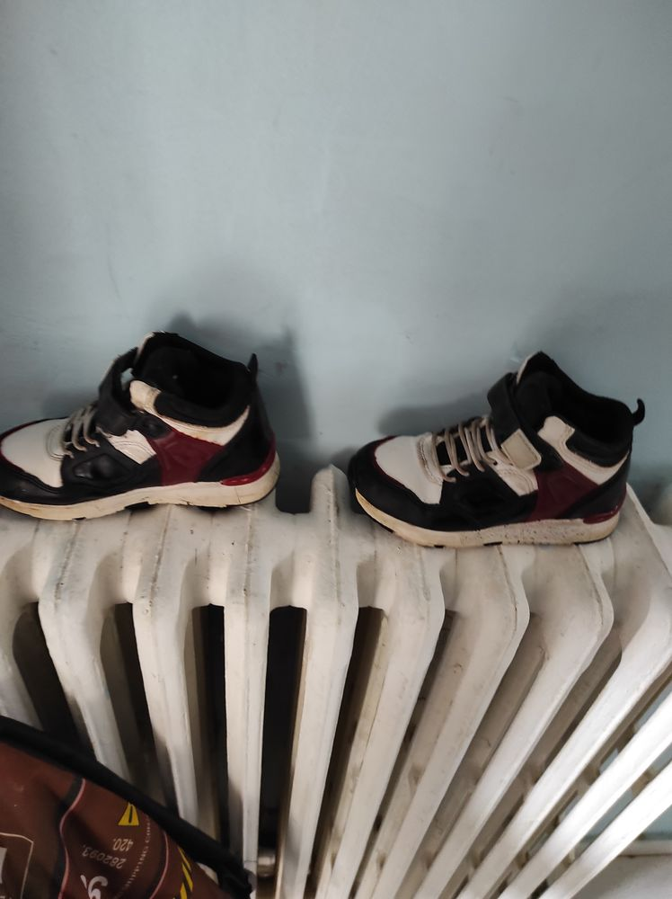 10€ basket montante taille 27 10 Accolay (89)