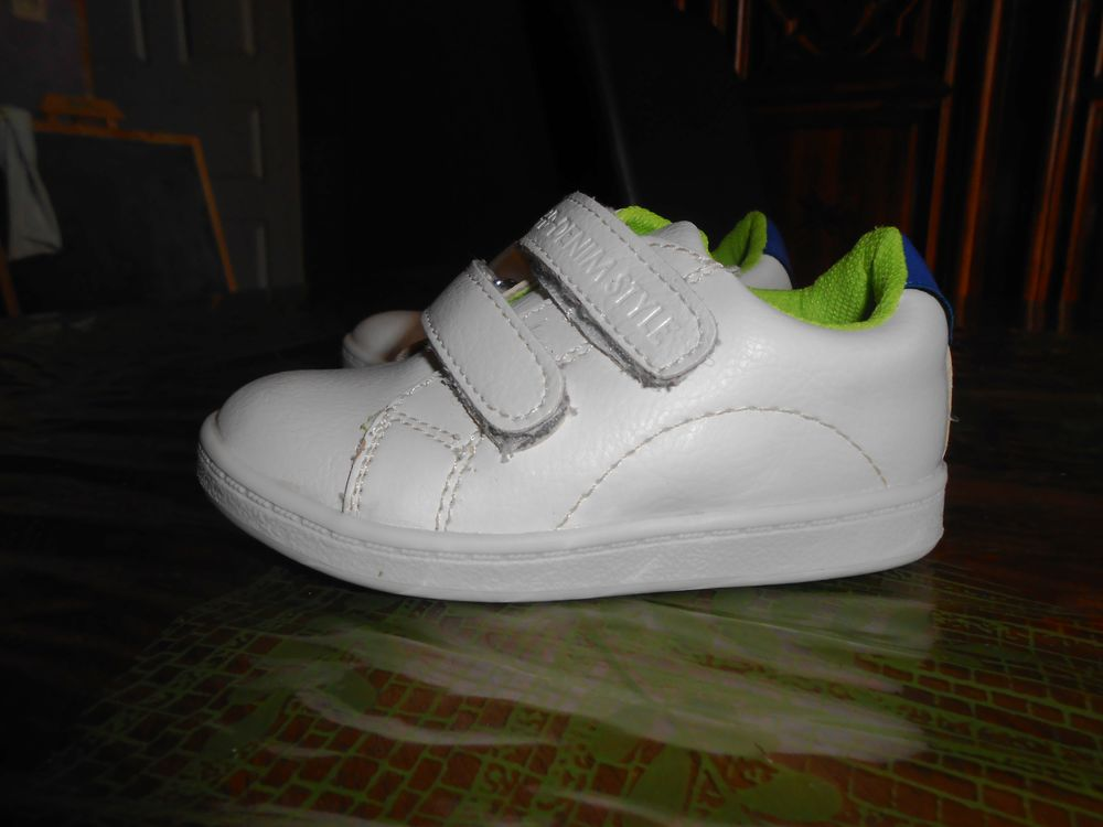 Baskets blanches NEUVES taille 22 5 Gray (70)