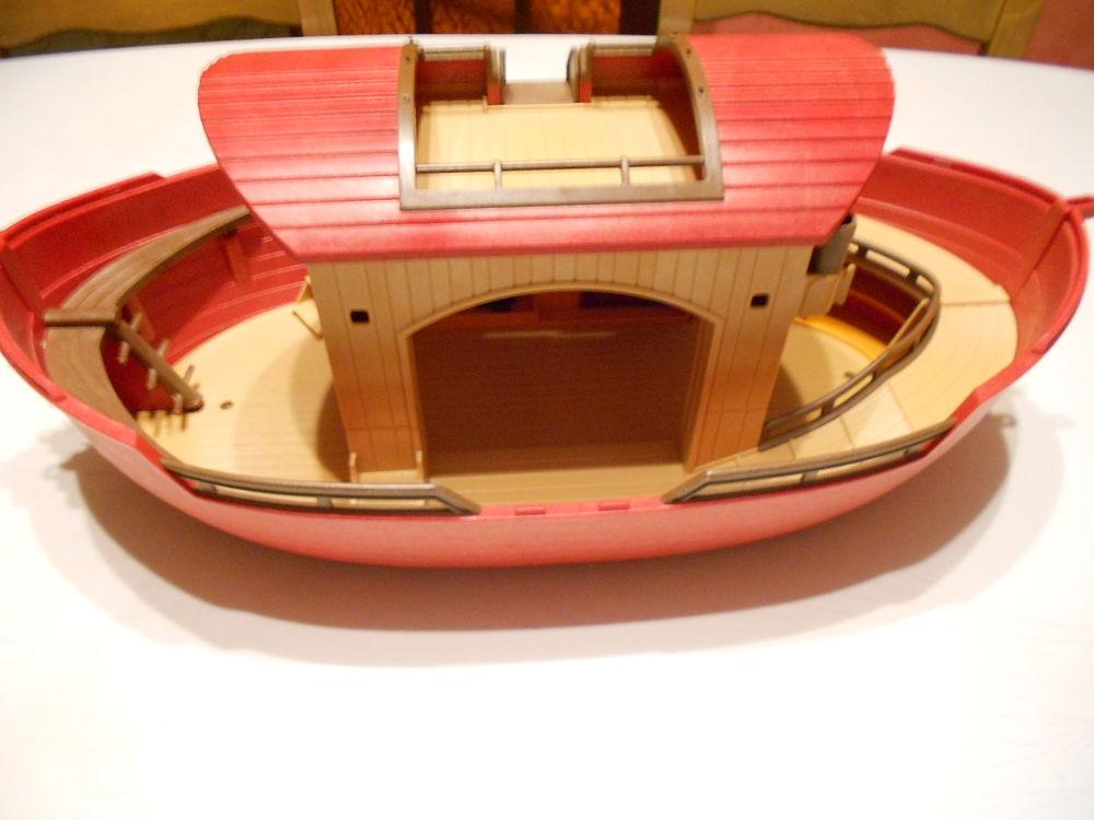 bateau arche de noé 18 Saint-Donat-sur-l'Herbasse (26)