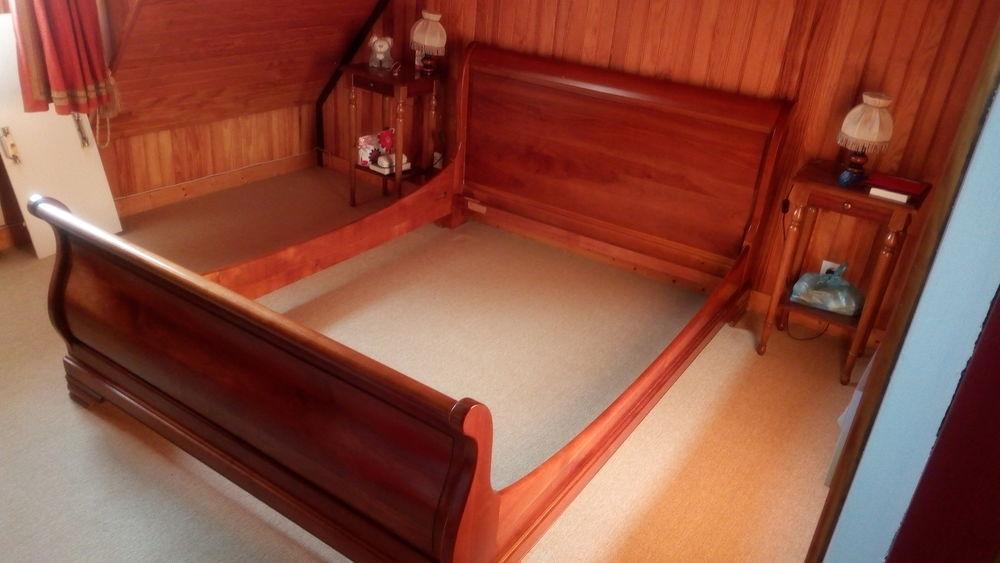 Lit  bateau  ou  à rouleaux   0 Mesquer (44)
