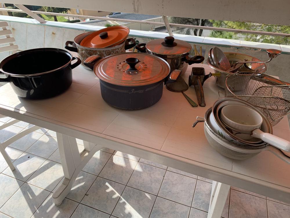 Batterie poêles casseroles verres et ustensiles  490 Antibes (06)