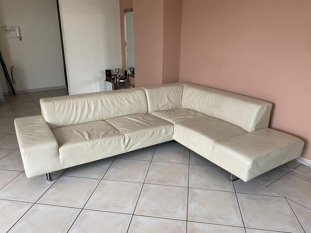 Beau canapé d'angle beige en cuir  550 Gaillard (74)