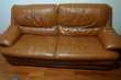 Beau canapé 3 places en cuir couleur caramel Montesson (78)