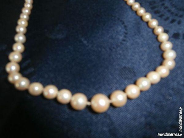 BEAU COLLIER de PERLES VERITABLES. Bijoux et montres