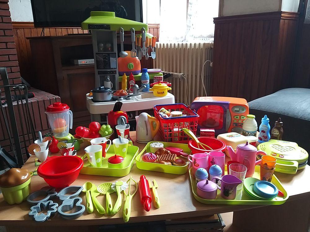 Beau lot de jouets d'imitation: cuisine, marchande, docteur. 65 Courson-les-Carrières (89)
