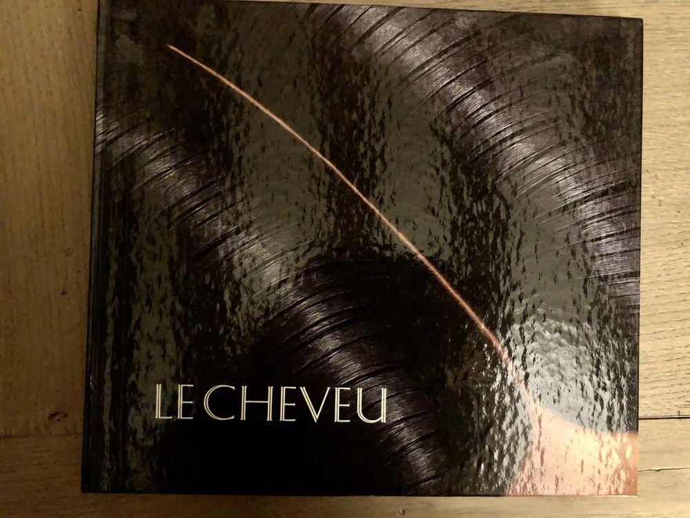 BEAU LIVRE RELIÉ : LE CHEVEU Essentiellement 20 Magny-Cours (58)