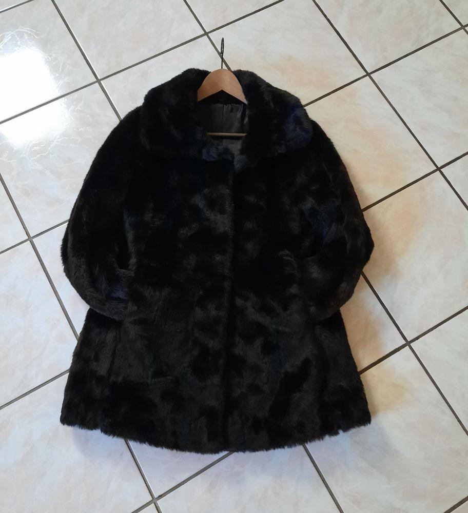 Beau manteau femme noir acrylique fourrure noire T 40 15 Domart-en-Ponthieu (80)