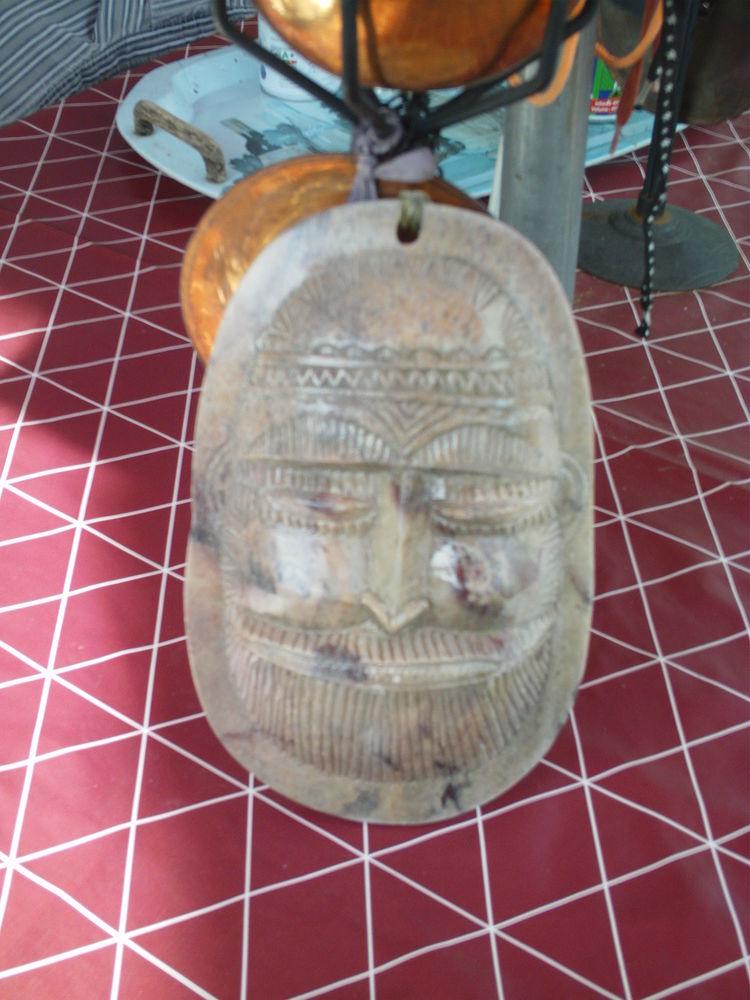 Beau masque ancien en marbre N° 617 10 Bragny-sur-Saône (71)