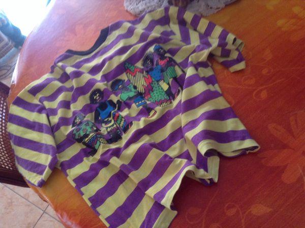 Beau Tee shirt actuel  trés peu porté 10 Six-Fours-les-Plages (83)
