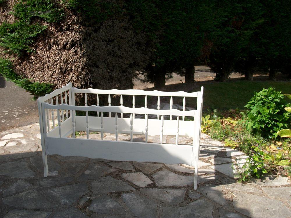 lit Bébé 1m20x0,60  bois blanc uniquement par tel 0675343516 50 Treize-Septiers (85)