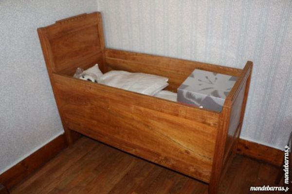 lit ancien en bois lit en bois personne lit simple personne x cm en bois blanc avec lit en bois. Black Bedroom Furniture Sets. Home Design Ideas