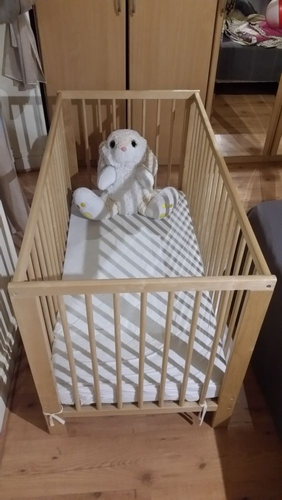 Lit bébé à barreaux TBE voir neuf  40 Nice (06)