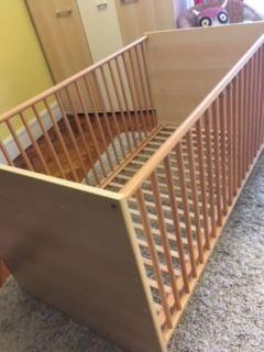 Lit bébé en bois 70 x 140cm et commode / table à langer 0 Lyon 2 (69)