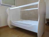 Lit bébé en bois avec barrière plexiglas + Matelas bambou 420 Onet-le-Château (12)