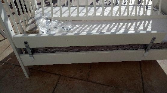 Lit bébé en bois marque Ikéa + lit parapluie 100 Clarensac (30)