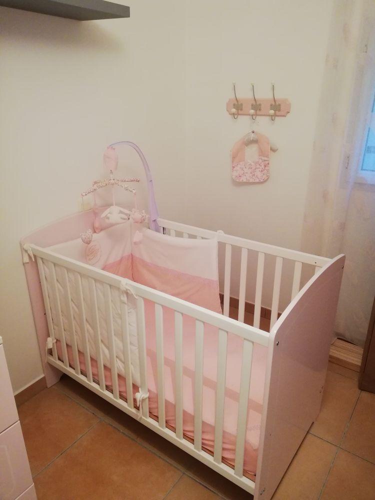 lit bébé rose et blanc neuf avec matelas neuf 70 Roquebrune-sur-Argens (83)