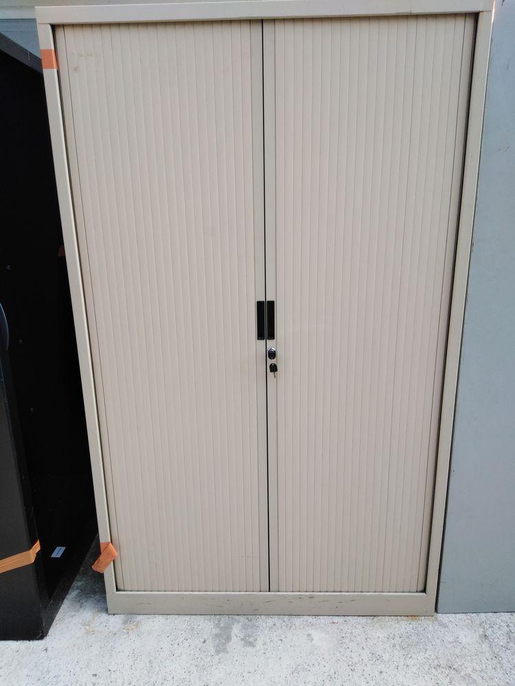 belle armoir de rangement avec étagère et porte coulissante 99 Villeurbanne (69)