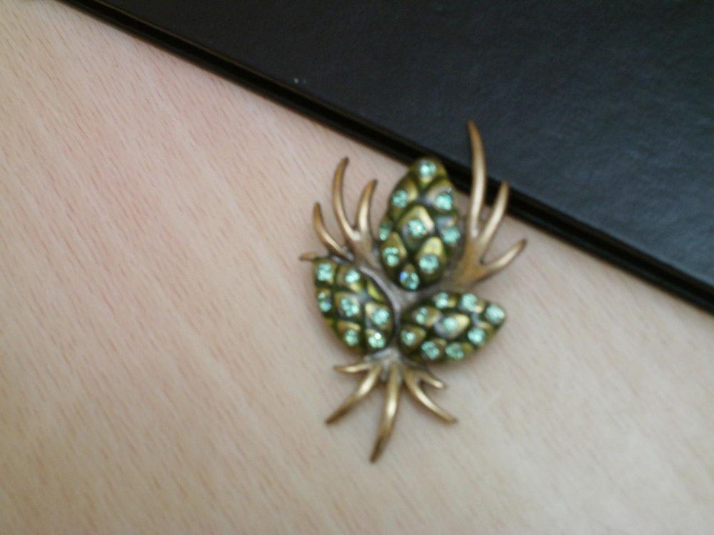 Belle broche pomme de pin A &C et stress N°994 Bijoux et montres