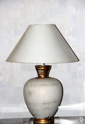 Belle et grande lampe de salon abat-jour beige