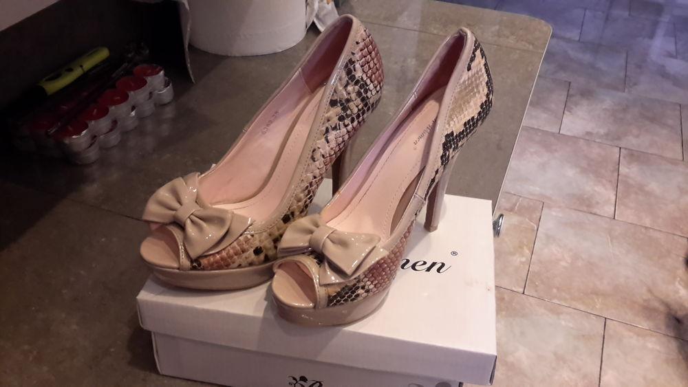 Belle paire de chaussure haut talon imitation serpent  20 Nice (06)