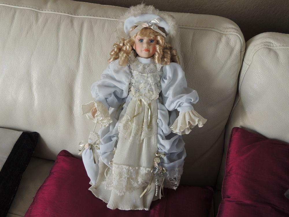 Belle poupée de collection en porcelaine 14 Le Mée-sur-Seine (77)