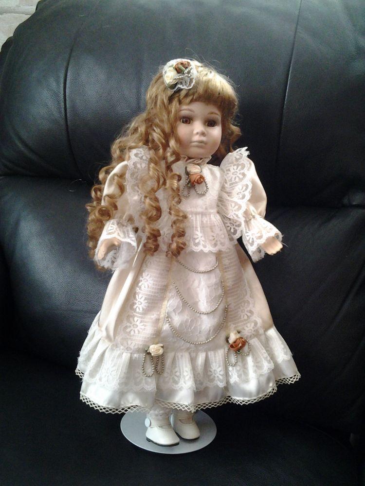 Belle poupée en porcelaine corps en tissu 10euros pièce  10 Wittenheim (68)