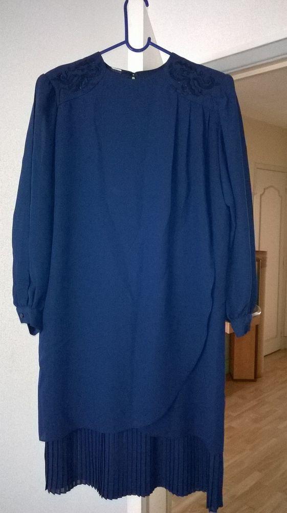 Belle robe de cérémonie bleu marine neuve - taille 46 100 Montreuil (93)