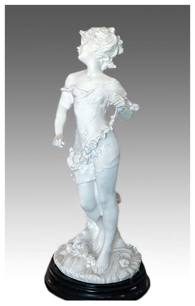 Belle statue gracieuse de femme aux fleurs en biscuit 190 Paris 8 (75)