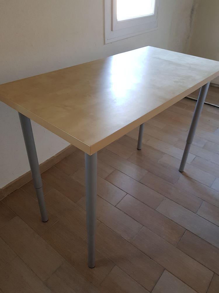 Belle table avec pieds réglables en hauteur 70 Aix-en-Provence (13)