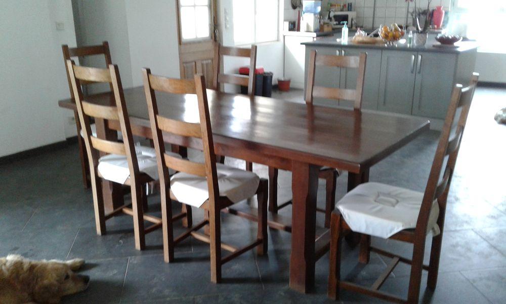 BELLE TABLE CHENE MASSIF.  300 Saint-Macaire (33)