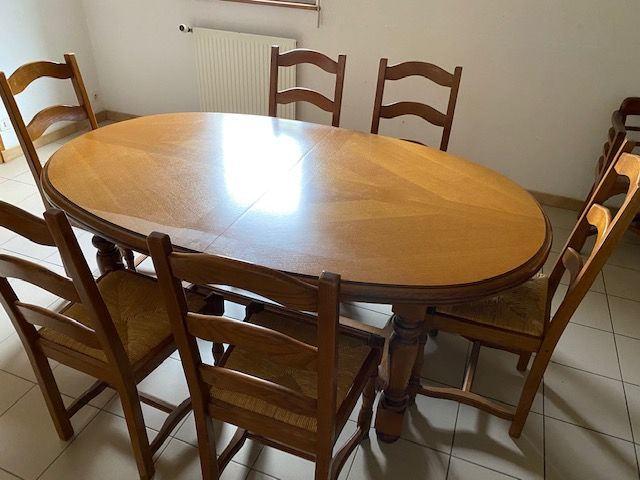 Belle TABLE A MANGER classique OVALE CHENE  + 10 CHAISES -  500 Quimper (29)