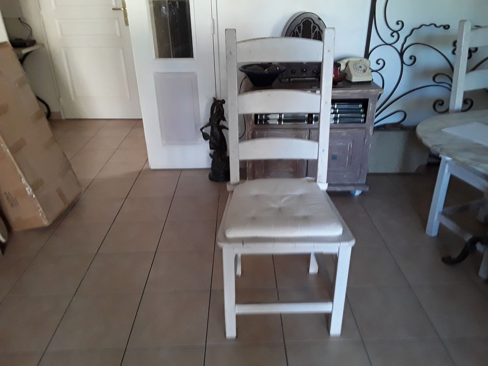 Belle table ronde en bois massif avec 6 chaises  0 Draguignan (83)