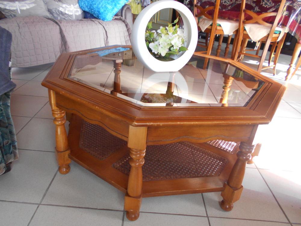 BELLE TABLE DE SALON EN MERISIER. 50 Wavrans-sur-l'Aa (62)