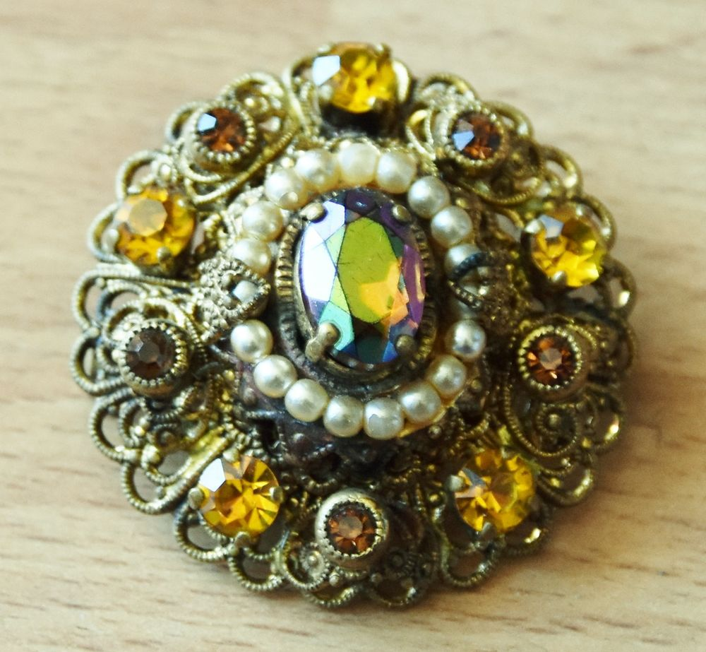 Belle et très ancienne broche pierres et perles. 3.5 cm. 120 Gujan-Mestras (33)
