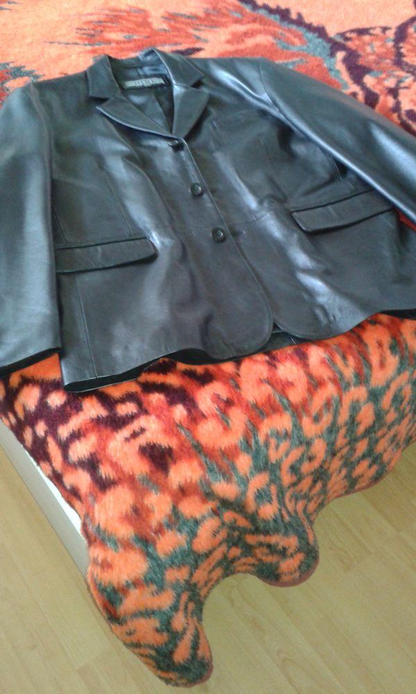 Belle veste blazer neuve en cuir. 80 Saint-Dizier (52)