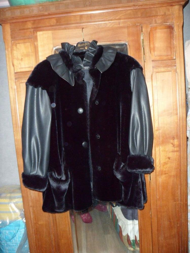 belle veste 3/4 courte, noire , imitation cuir et fourrure  40 Brides-les-Bains (73)