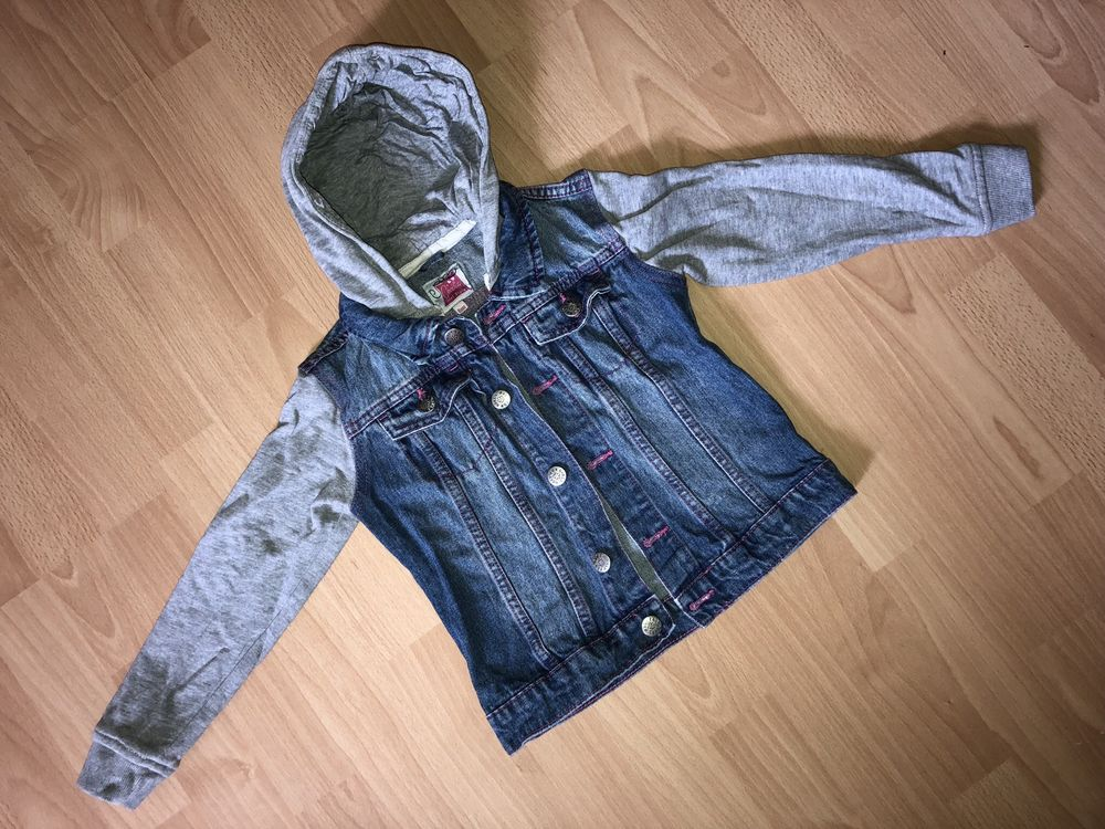 Belle veste en jeans bleu à capuche T. 6 ans fille TBE 3 Saint-Chinian (34)