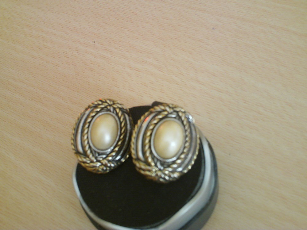 Belles boucles d'oreilles anciennes or fin clips N°989 15 Bragny-sur-Saône (71)