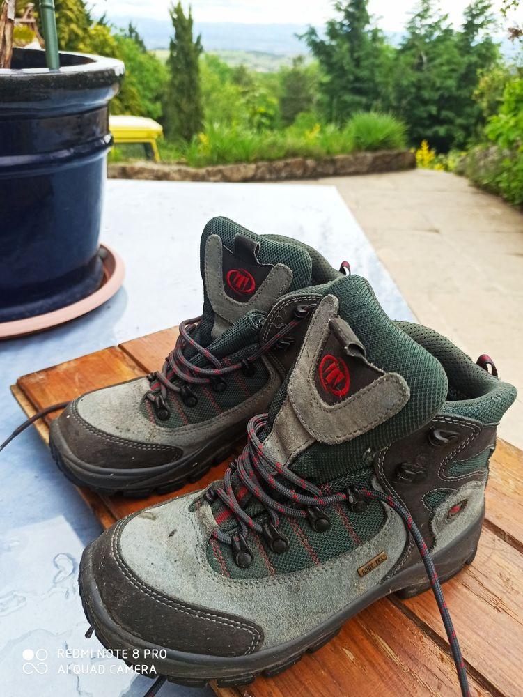 belles chaussures de marche 30 Saint-Jean-Soleymieux (42)