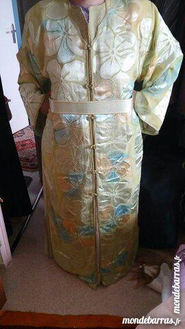 Belles robes traditionnelles Vêtements