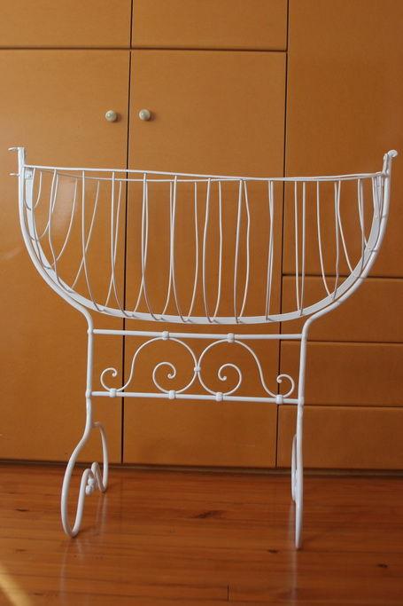 berceau ancien d occasion plus que 3 75. Black Bedroom Furniture Sets. Home Design Ideas